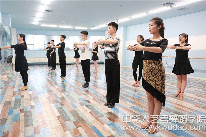 国标舞班上课场景4.jpg