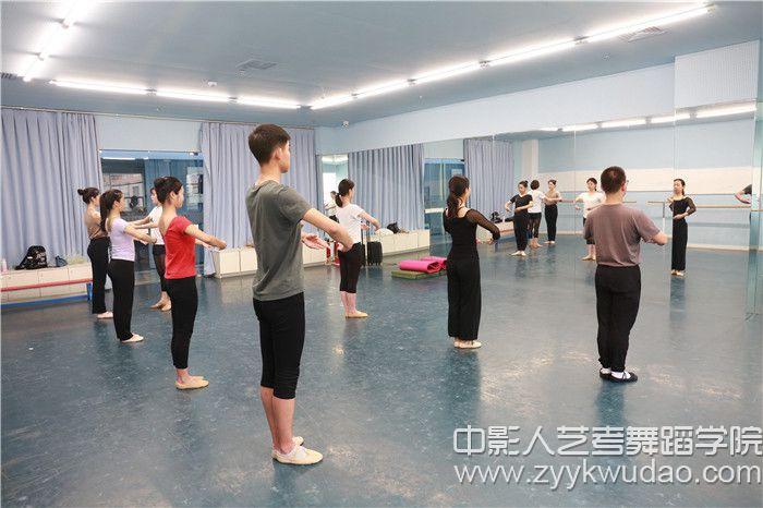 中国舞班上课场景2.jpg