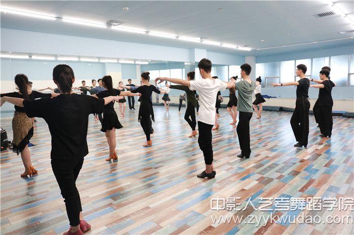 国标舞班上课场景5.jpg
