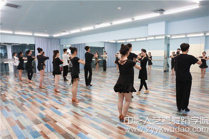 国标舞班上课场景0.jpg