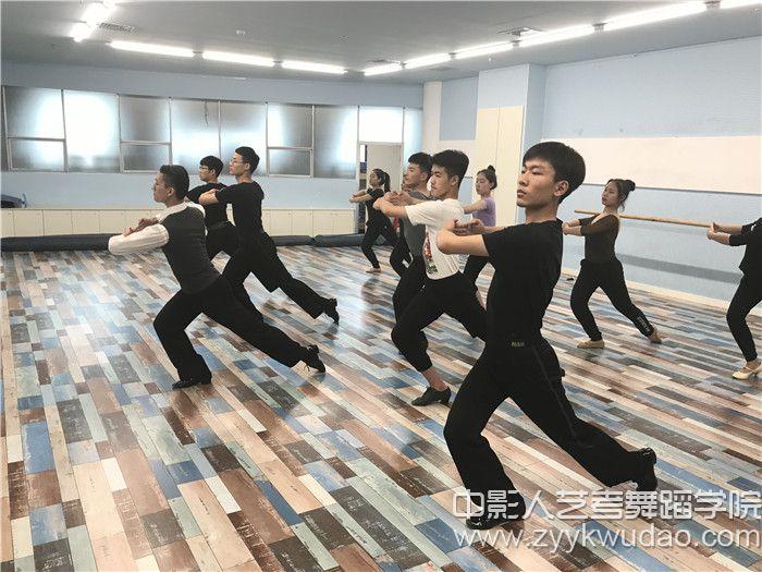 国标舞班上课场景3.jpg