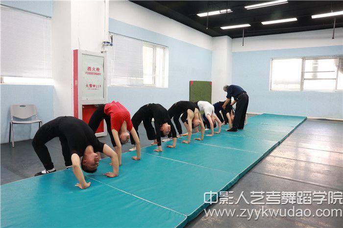 北京舞蹈学院副教授·北舞附中中国舞系技术技巧教研室高级讲师姜振良教授指导授课2.jpg