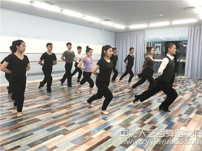 国标舞班上课场景2.jpg