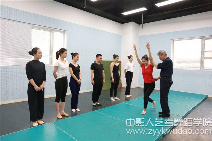 北京舞蹈学院副教授·北舞附中中国舞系技术技巧教研室高级讲师姜振良教授指导授课1.jpg