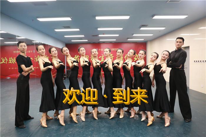 国标舞班合影_副本.jpg